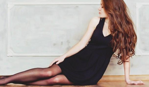 Schwarzes Kleid Kombinieren So Geht S Ottoinsite