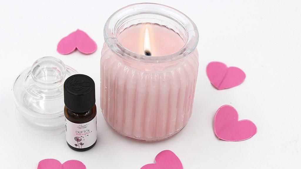 rosa Duftkerze im Gals