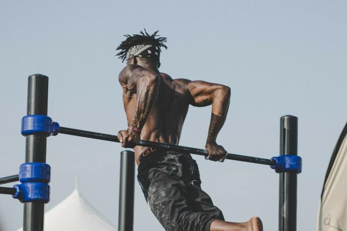 Mann am Fitnessgerät