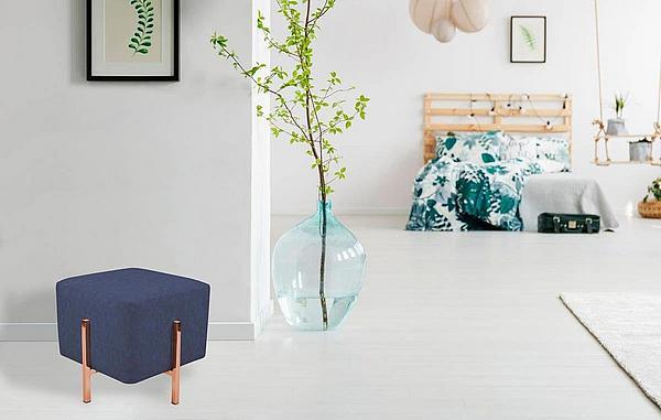 Living-Trend Poufs: blauer Pouf mit Gestell