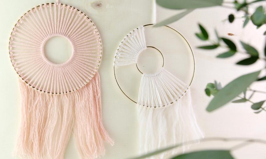 Traumfänger aus Wolle rosa und weiß