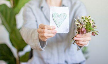 Muttertagskarte-Blumensamen-Herz-Nachhaltigkeit-Upcycling-Titelbild
