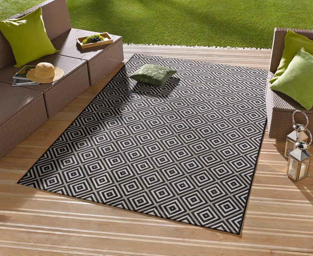 Trends für den Garten: Outdoor-Teppich mit Karomuster