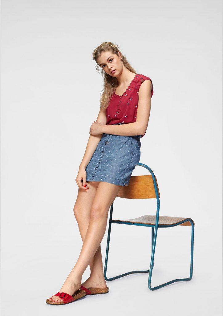 Farbtrend Weiß und Blau: kurzer Jeansrock